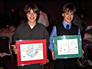 Basil Vandervort-Charbonneau et Ian Sabourin, lauréats du concours de dessin organisé par la police de quartier 11