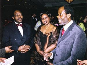 Paul et Tatiana Rusesabagina, en compagnie de Georges Konan, président-organisateur du gala
