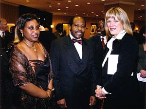 Paul et Tatiana Rusesabagina, en compagnie de Mme Lise Thériault, ministre de l'Immigration et des Communautés culturelles
