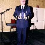 M. Yves Charrette, directeur adjoint de la Police de la Ville de Montréal, reçoit le prix des artisans du non-racisme 2005, au nom de son corps de métier