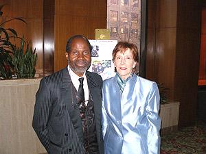 L'organisateur du Gala, Georges Konan, et la consule générale des Etats-Unis, Mary B. Marshall