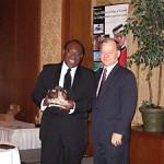 M. le maire Ulrick Chérubin reçoit le prix des artisans du non-racisme dédié aux habitants d'Amos