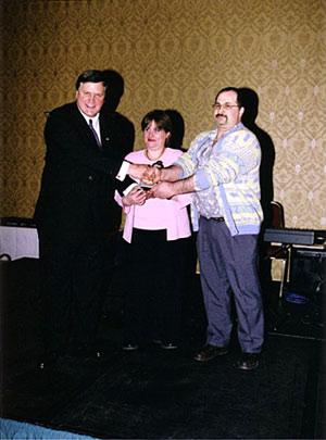 Prix de l'entreprise non-raciste à M. et Mme Bonnet, propriétaires de la Boulangerie-pâtisserie