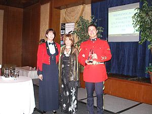 Gala Noir et Blanc au-delà du racisme a l'honneur de remettre le prix des artisans du non-racisme au Bureau du recrutement de la Division C de la GRC.