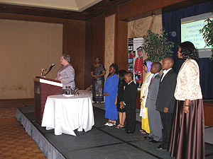 Allocution de Mme Irène Harper, directrice de l'école Barclay (CSDM). À droite sur l'écran, Mme Mimose Constant, directrice adjointe