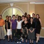 Mme Yolande James, ministre de l'Immigration et des Communautés culturelles, entourée des boursiers 2007