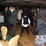 David donne une leçon de danse aux anciens…
