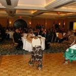 Les danseurs rwandais offrent une prestation enlevante